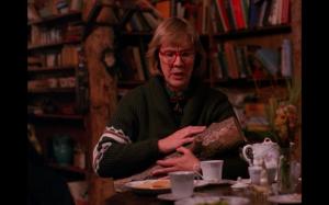 Twin-Peaks-The-Log-Lady-Margaret-Lanterman